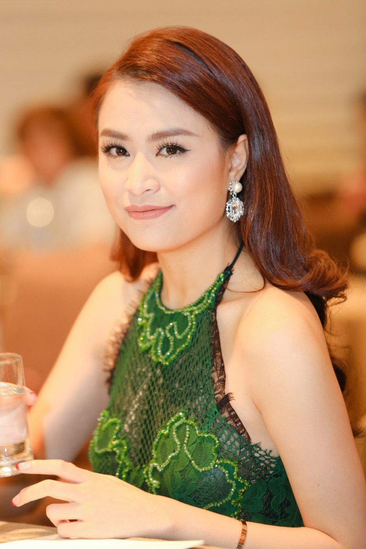 Bao Thy, Bich Phuong mang hit moi khuay dong san khau mua he hinh anh 5