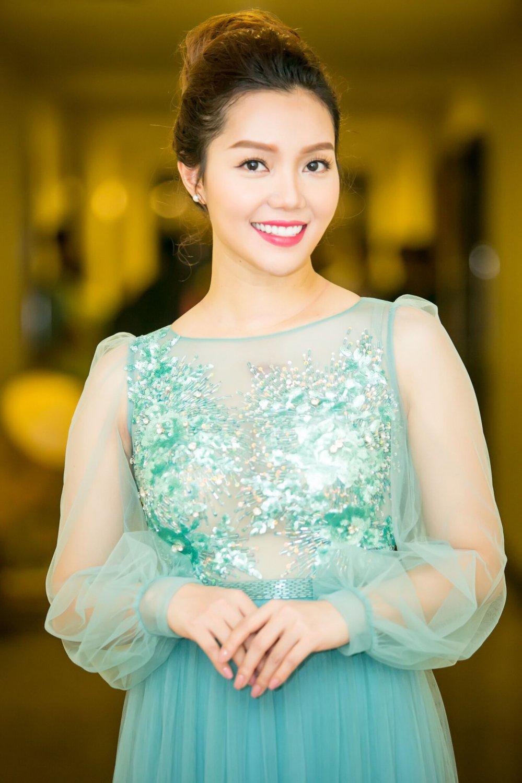 Ngoc Anh rang ro khoe sac ben canh Dam Vinh Hung hinh anh 5