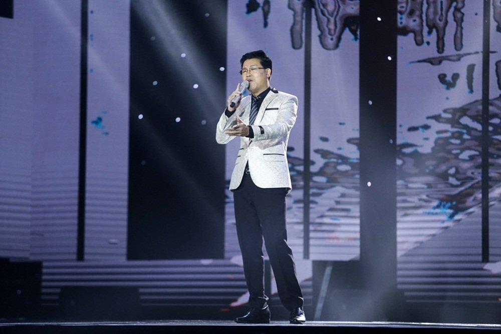 Hoc tro Dam Vinh Hung hat 'Duyen phan' khien Quang Le say dam hinh anh 5