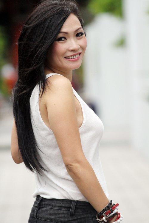 Video: My Tam gay sot khi thuc hien loi hua hat sang tac cua Trinh Thang Binh hinh anh 4