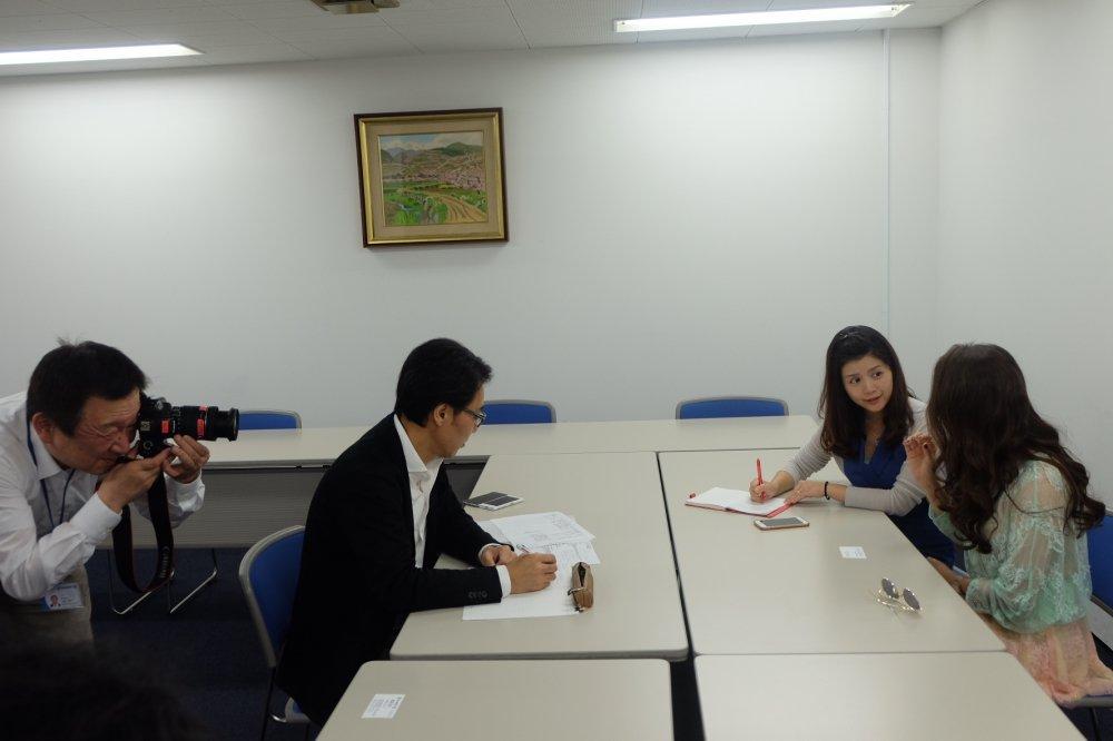 Ho Quynh Huong tra loi phong van to bao lon nhat Nhat Ban hinh anh 5