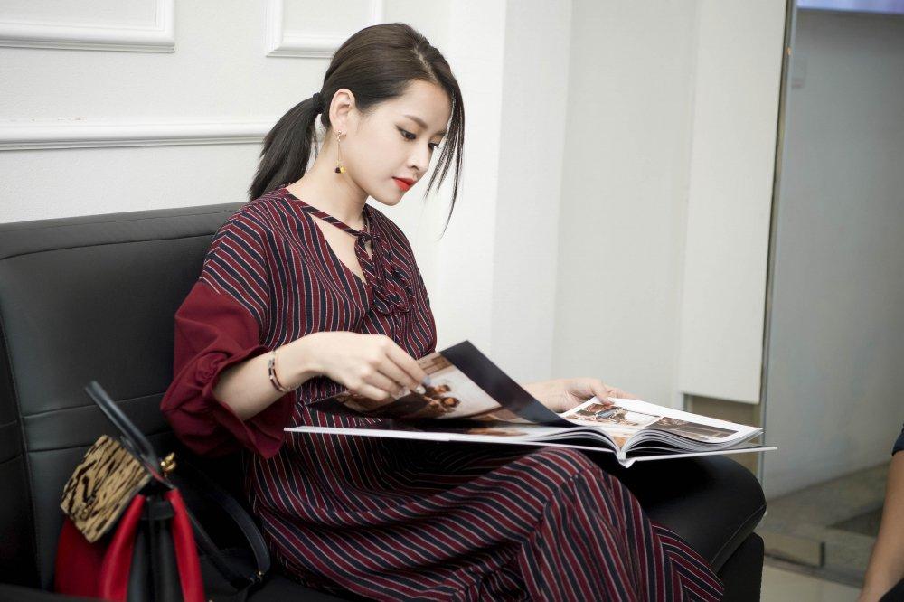Chi Pu nhiet tinh tham gia dieu hanh tai Ho Guom bat chap nang nong hinh anh 7