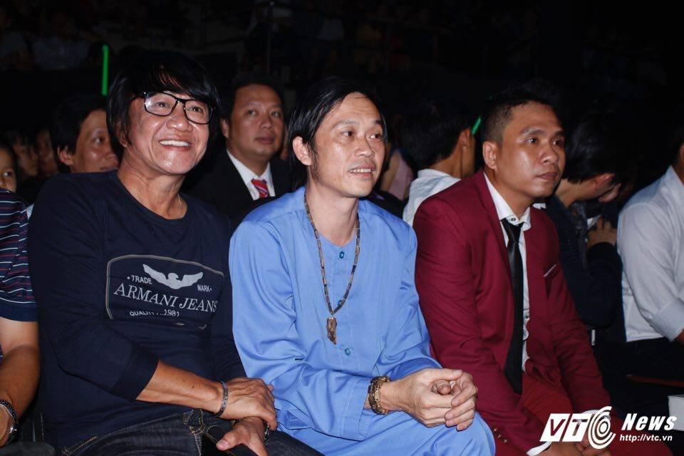 Hoai Linh dien ao ba ba, bat ngo xuat hien tai Chung ket 'Than tuong Bolero 2017' hinh anh 1