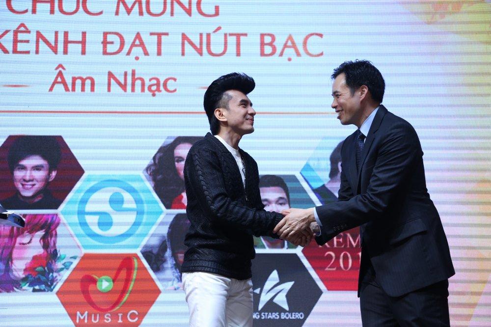 Ho Van Cuong chung chac nhan giai tu Youtube cho me nuoi Phi Nhung hinh anh 6