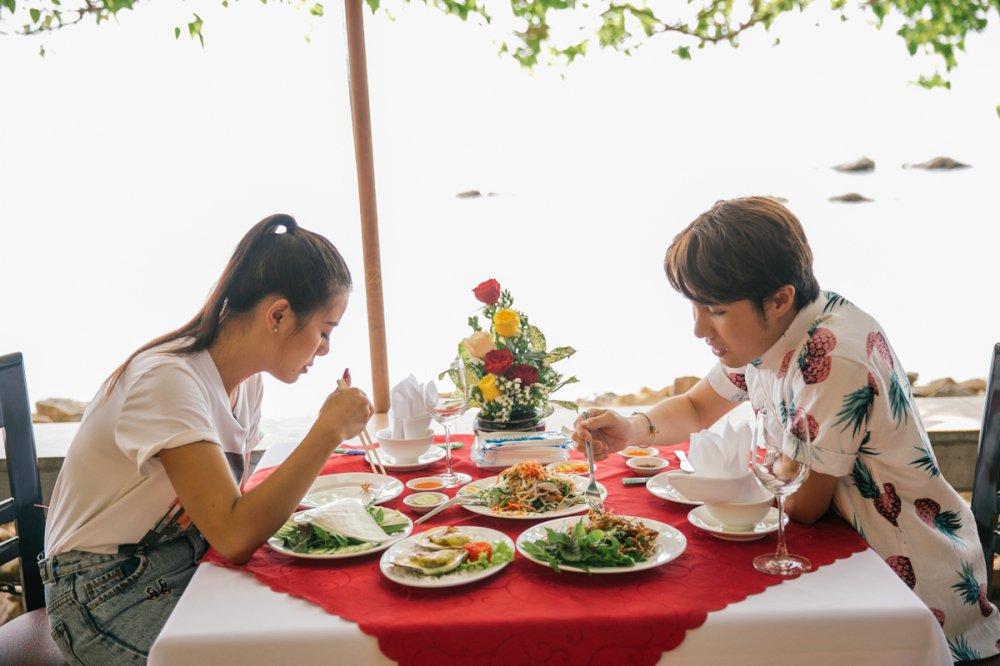Nam Thu va Huynh Lap thich thu khi duoc chao don bang bau troi dieu bay khong lo hinh anh 4