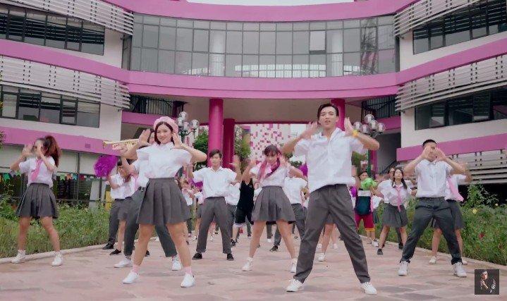 Soobin Hoang Son – Suni Ha Linh 'don tim' khan gia voi bieu cam sieu dang yeu hinh anh 6