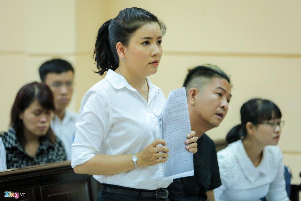 Hoai Linh den toa ung ho tinh than Ngoc Trinh kien nha hat kich hinh anh 1