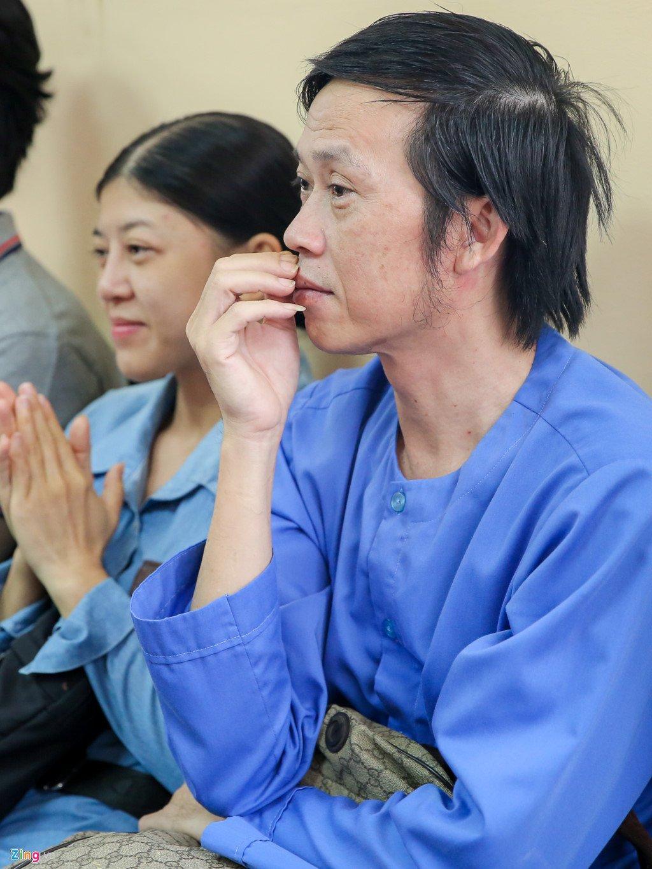 Hoai Linh den toa ung ho tinh than Ngoc Trinh kien nha hat kich hinh anh 3