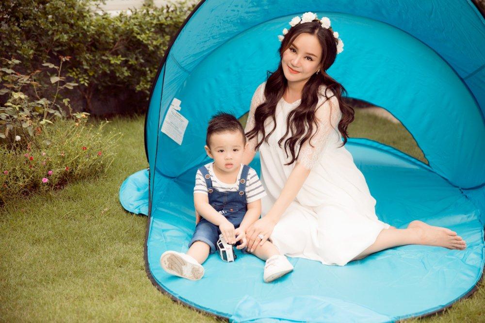 Vy Oanh hanh phuc ben con trai trong thang cuoi cua thai ki hinh anh 2
