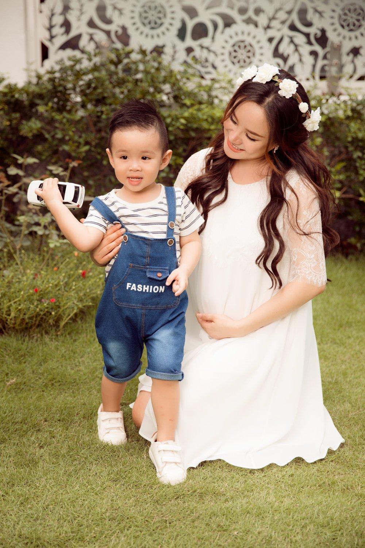 Vy Oanh hanh phuc ben con trai trong thang cuoi cua thai ki hinh anh 3