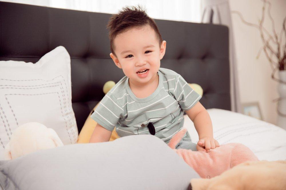 Vy Oanh hanh phuc ben con trai trong thang cuoi cua thai ki hinh anh 6