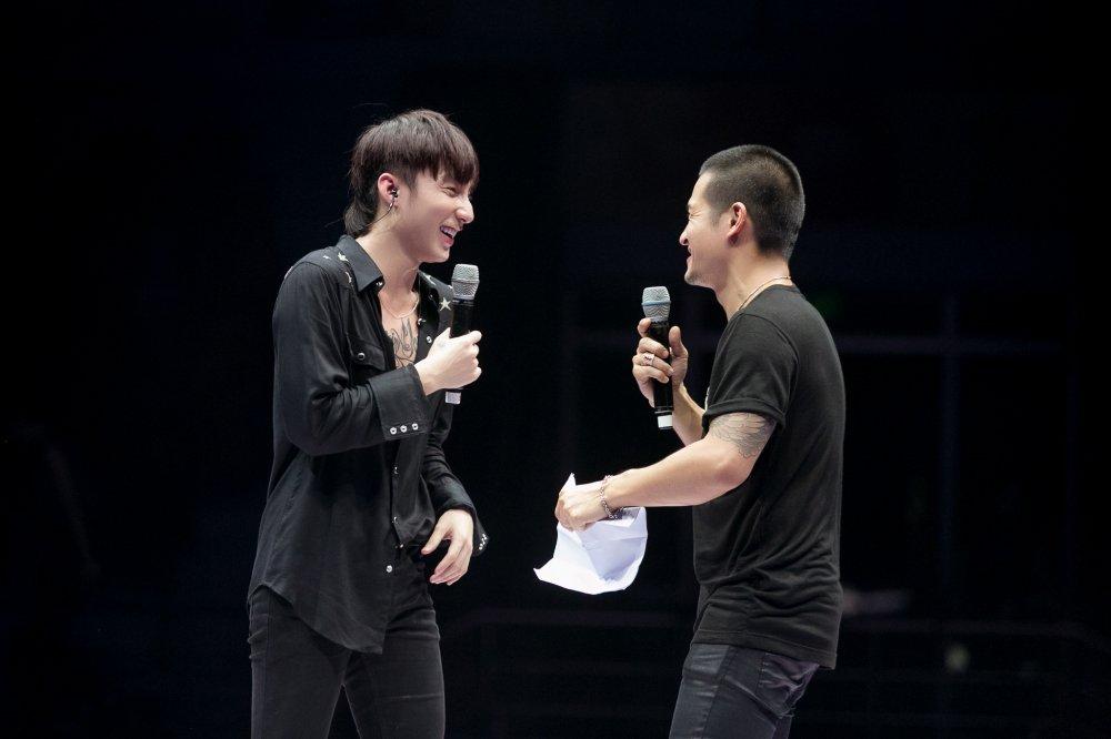 Son Tung M-TP tap luyen suot 5 tieng dong ho cho buoi hop fan hinh anh 5