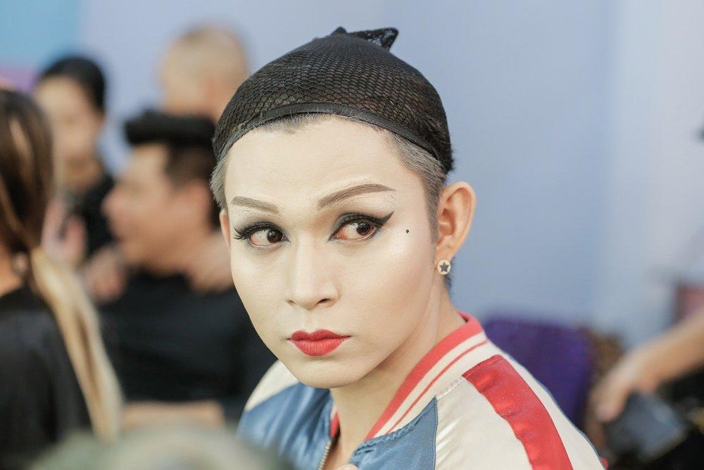 Hoa than thanh Dong Nhi, Jun Pham xau ho khi phai dien trang phuc qua sexy hinh anh 1
