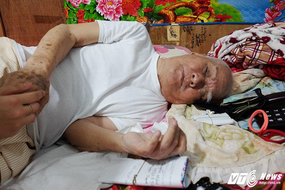 Nhac si Nguyen Van Ty: Nuoi nang, mua ca xe may cho chau cua nguoi giup viec hinh anh 7