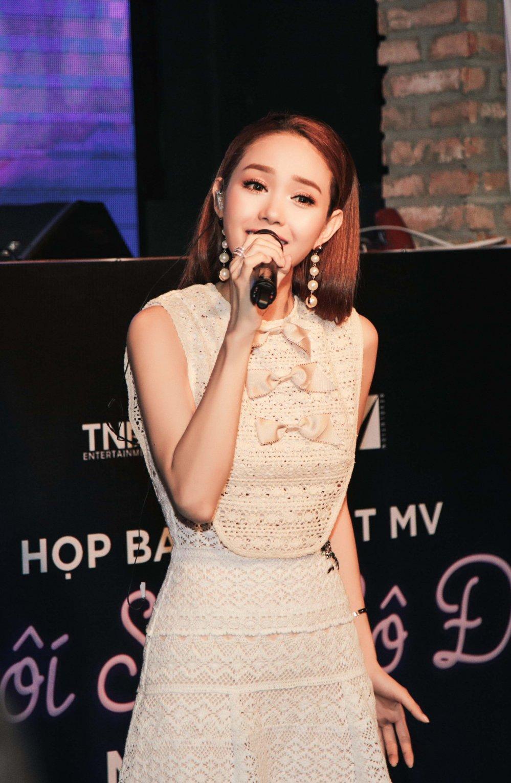 Bi cong kich vi hat live yeu, Minh Hang phan phao hinh anh 4