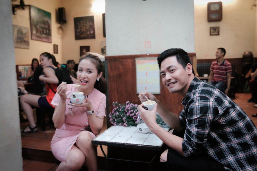MC Phan Anh – Thanh Van 'hoi xoay dap xoay' ve bun dau Ha Noi hinh anh 3