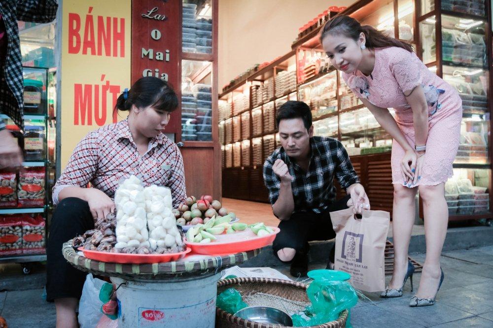 MC Phan Anh – Thanh Van 'hoi xoay dap xoay' ve bun dau Ha Noi hinh anh 5