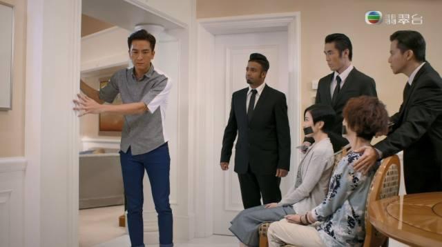 Phim TVB gay soc voi canh Xa Thi Man bi 'cuong buc' hinh anh 2