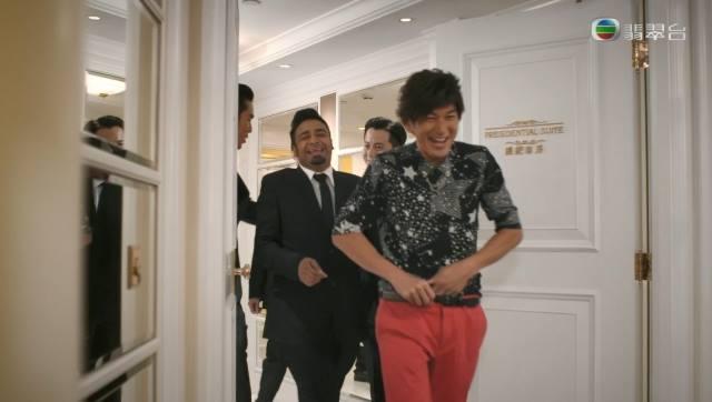Phim TVB gay soc voi canh Xa Thi Man bi 'cuong buc' hinh anh 6