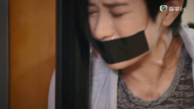 Phim TVB gay soc voi canh Xa Thi Man bi 'cuong buc' hinh anh 4