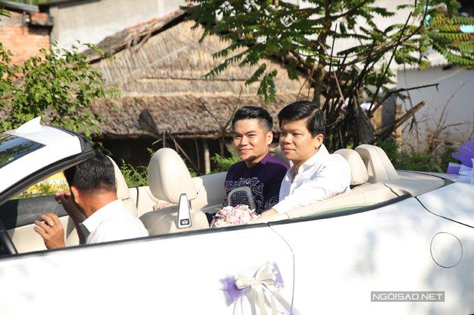 Trung Kien di xe mui tran sang trong den hoi cuoi Le Phuong hinh anh 4