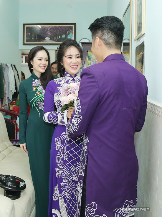Trung Kien di xe mui tran sang trong den hoi cuoi Le Phuong hinh anh 11