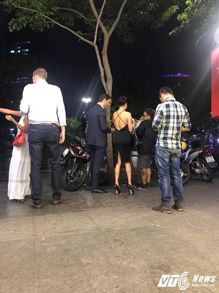 Phi Thanh Van dien vay ho bao, dao pho cung trai la hinh anh 6