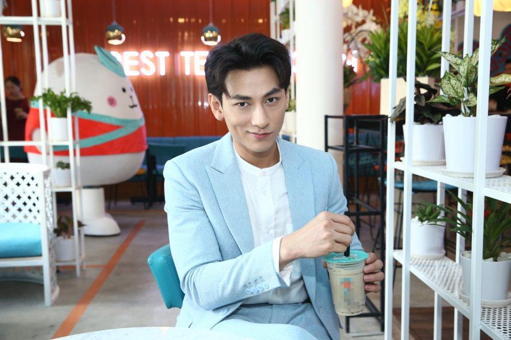 Isaac 'doi nghe' di ban tra sua Thai Lan hinh anh 5