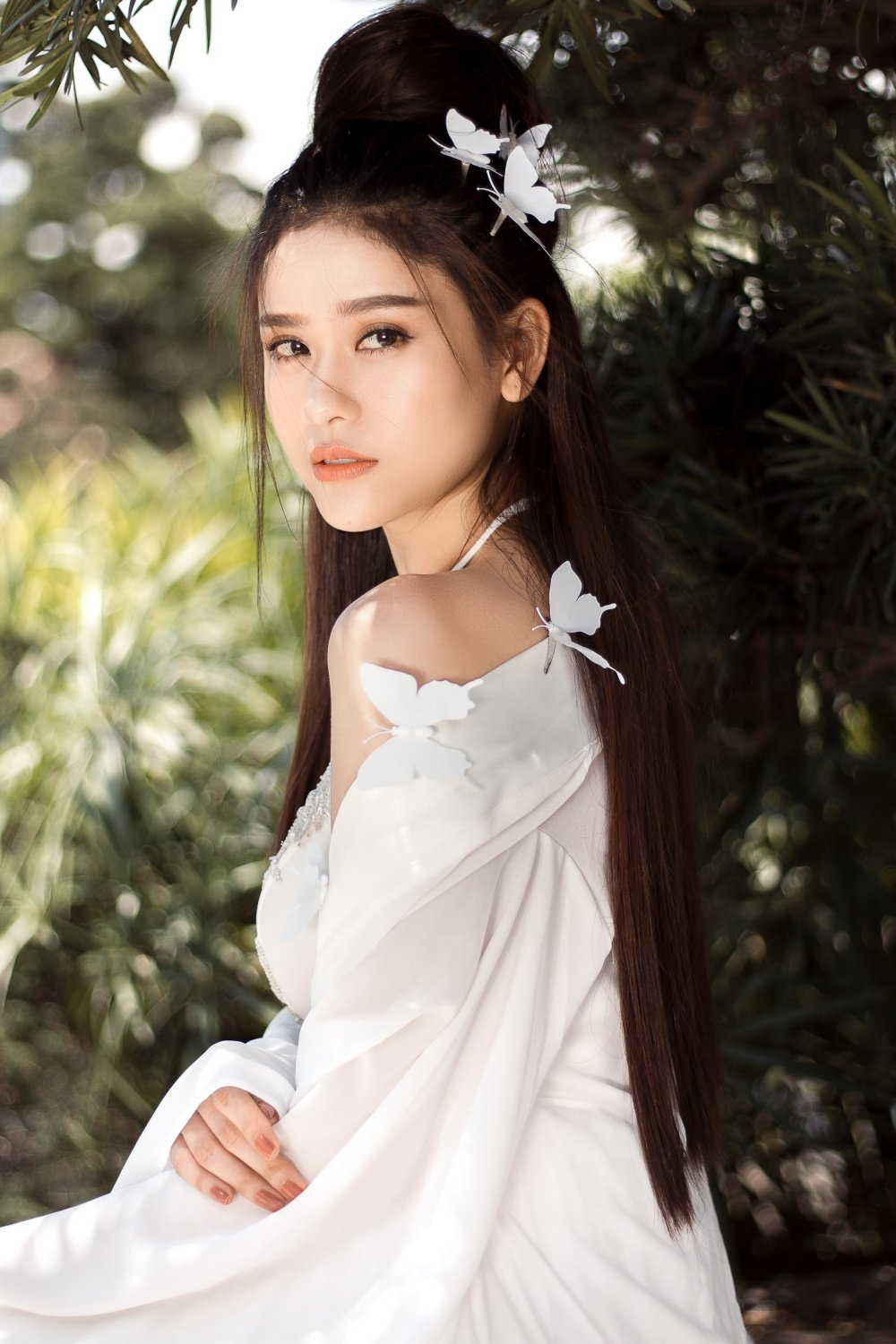 Truong Quynh Anh xuat hien la lam voi mai toc trang ma mi hinh anh 1