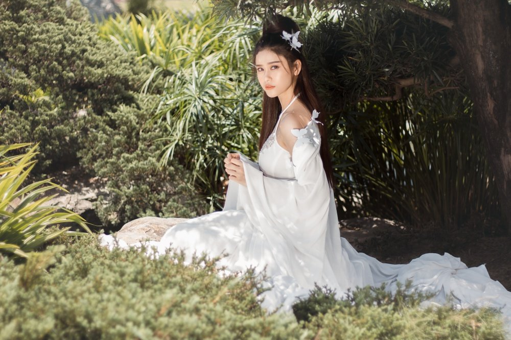 Truong Quynh Anh xuat hien la lam voi mai toc trang ma mi hinh anh 2
