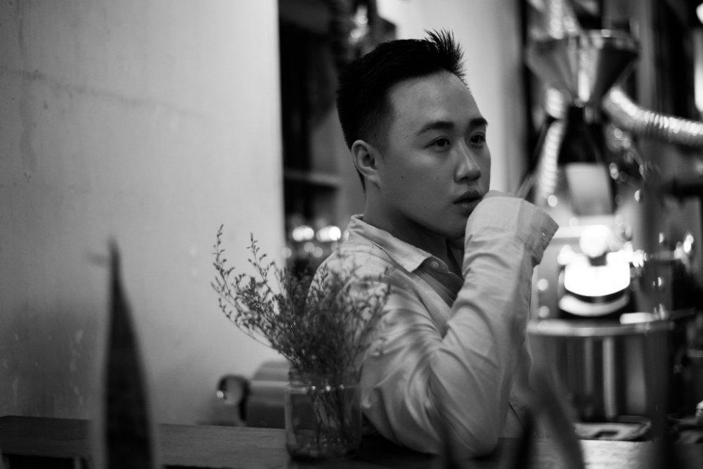 'Thanh mua' Trung Quan ke chuyen tinh buon trong MV moi hinh anh 1