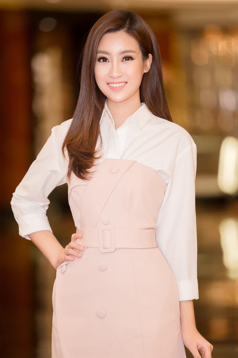 Hoa hau Do My Linh nghe loi dan cua chuyen gia truoc khi du thi Miss World 2017 hinh anh 5