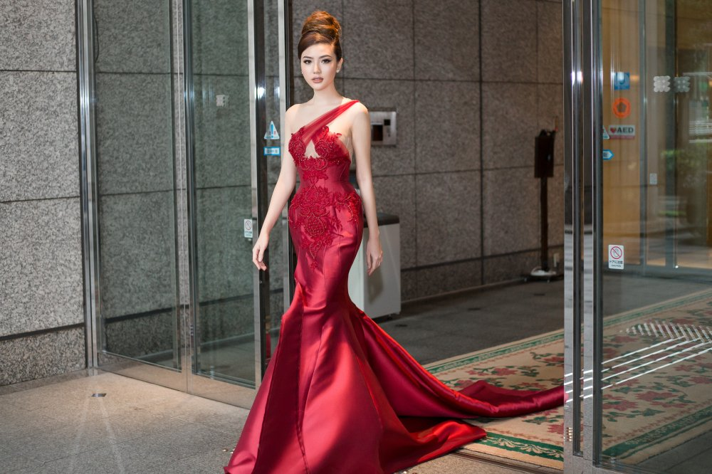 Ngoc Duyen duoc chu tich 'Miss Grand International' khen ngoi khi lam giam khao o Nhat hinh anh 1