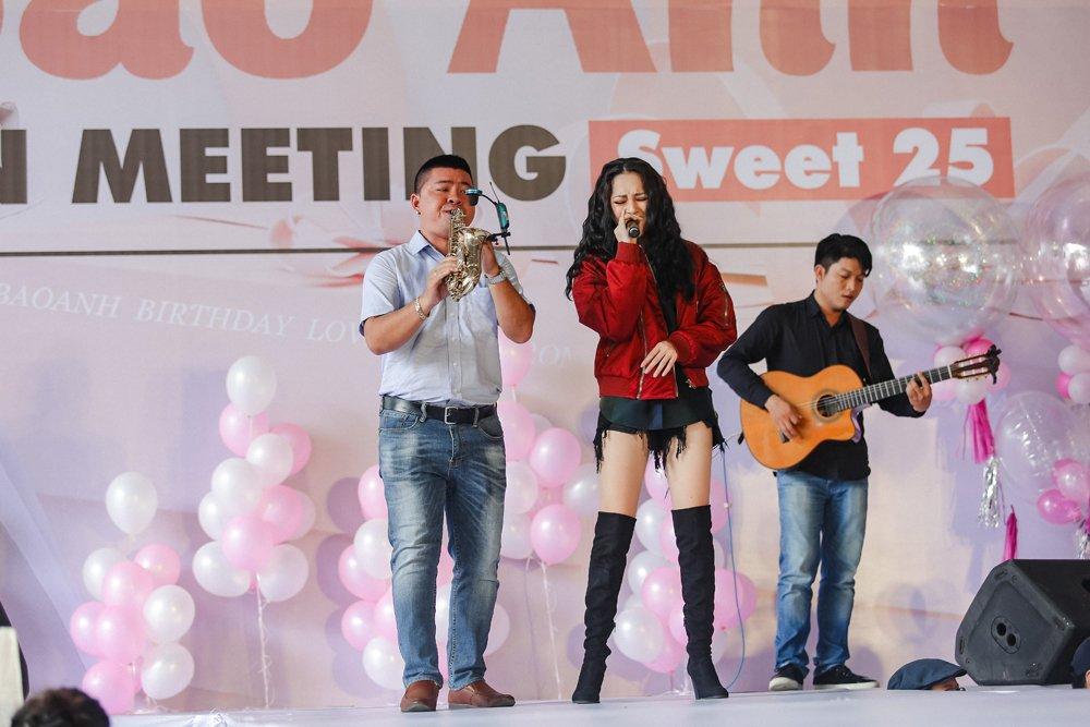 Fan xep hang hon 3 tieng dong ho doi gap Bao Anh hinh anh 3