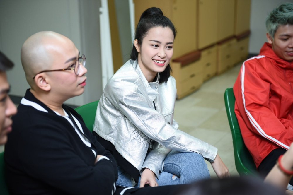 Vua co mat tai Han Quoc, Dong Nhi tap luyen hang say cho Asia Song Festival hinh anh 5
