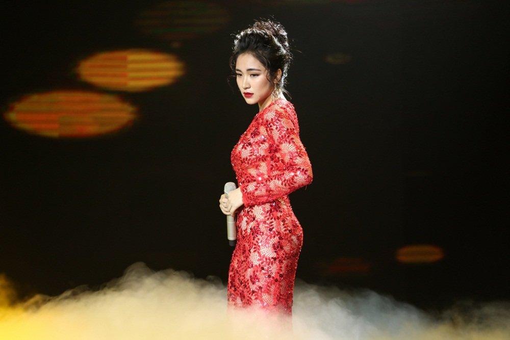 Hat hit Le Quyen, Hoa Minzy khien Ngoc Son, Quang Linh say dam hinh anh 1