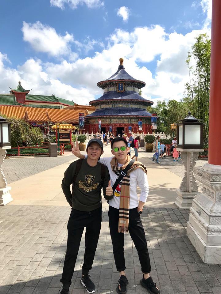 Anh em Hoai Linh - Duong Trieu Vu di du lich cung nhau sau 20 nam hinh anh 1