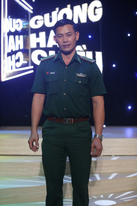 Tran Binh Phuc, nguoi thay ao xanh miet mai 8 nam day chu cho tre em dao xa hinh anh 1