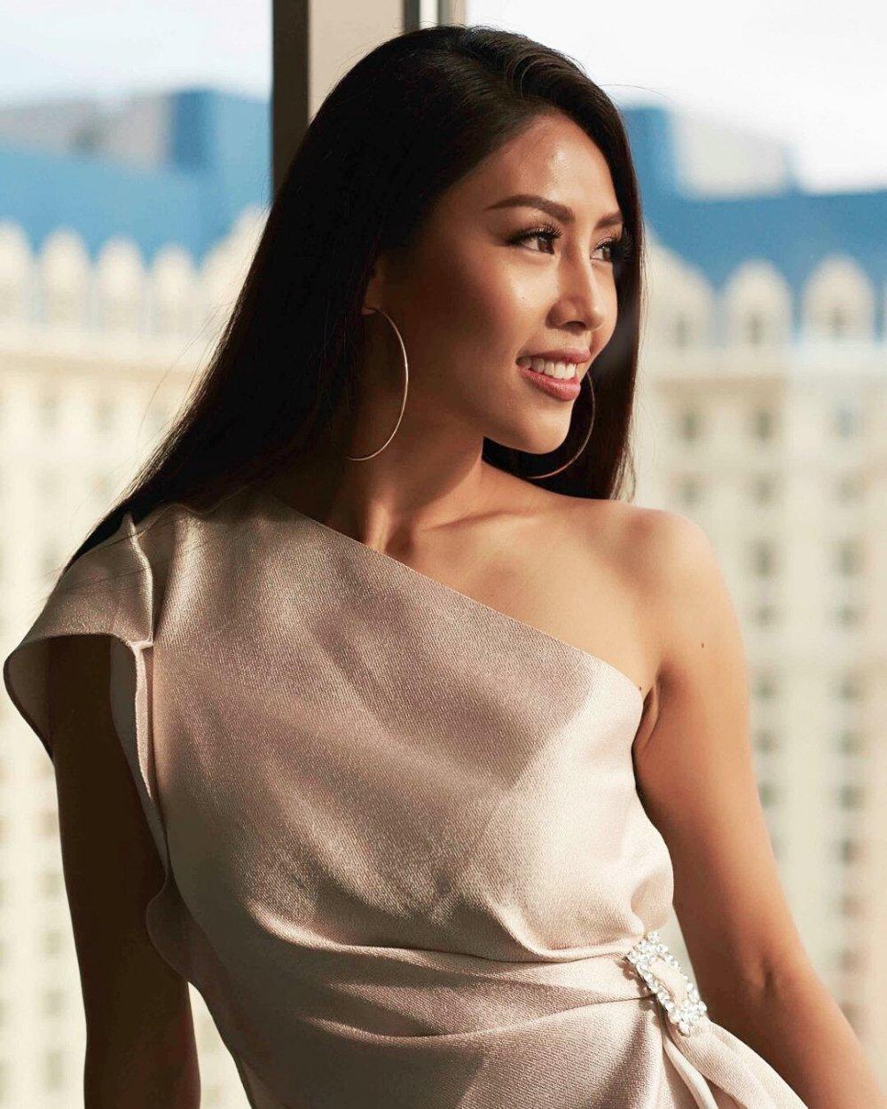 Nguyen Thi Loan trinh dien trang phuc dan toc noi bat tai Hoa hau Hoan vu 2017 hinh anh 3