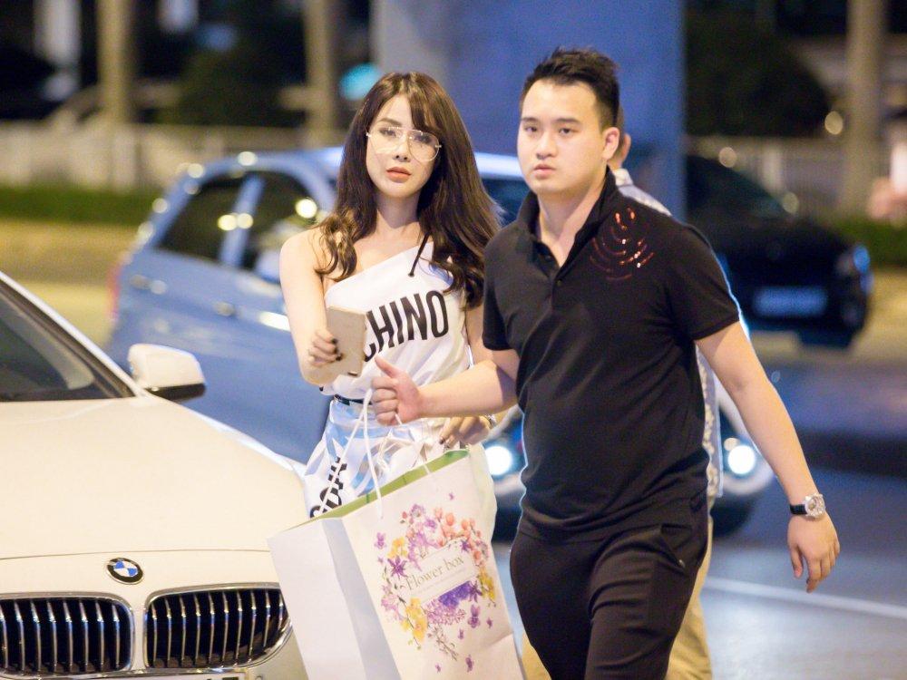 So Ji Sub 'Giay thuy tinh' xuat hien chop nhoang o san bay Tan Son Nhat hinh anh 2
