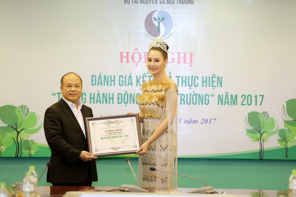 Hoa hau Bien Thuy Trang rang ro nhan vai tro Dai su moi truong hinh anh 1