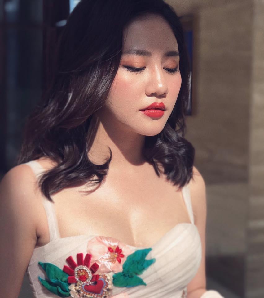 Van Mai Huong soc vi 'duong day nguy hiem' keu goi 'nem da' MV moi hinh anh 1