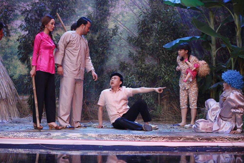 Viet Huong cung Tran Thanh len an nan lam dung tre em hinh anh 3