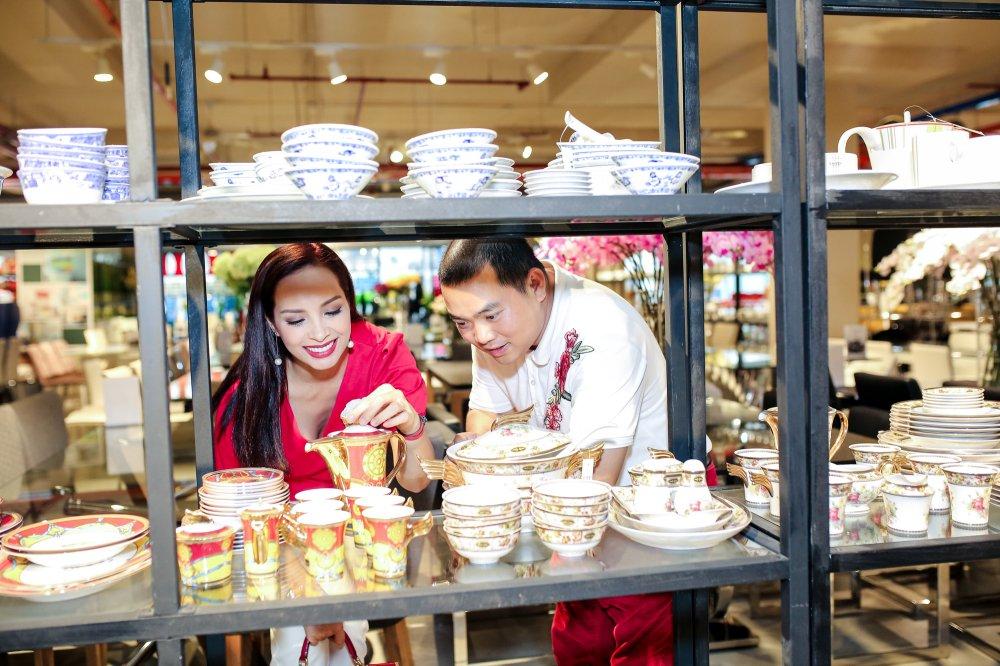 Vo chong Minh Khang – Thuy Hanh dua hai cong chua di mua sam hinh anh 5