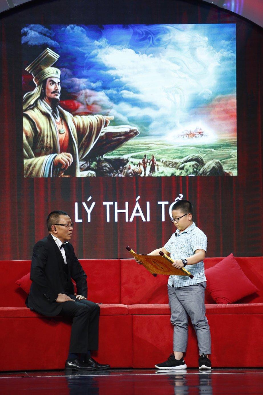 MC Lai Van Sam ngo ngang voi cau be 10 tuoi co kien thuc lich su sau rong hinh anh 1