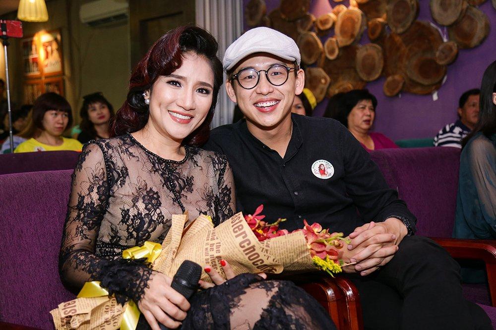 MC Cat Tuong khoe giong hat khien fan bat ngo hinh anh 2