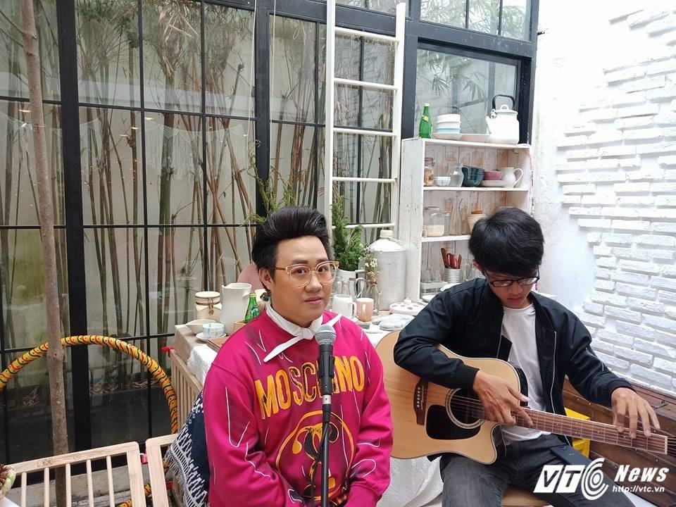 Video: Hit dinh dam mot thoi 'Tinh don phuong' se the nao qua giong hat cua Trung Quan? hinh anh 1