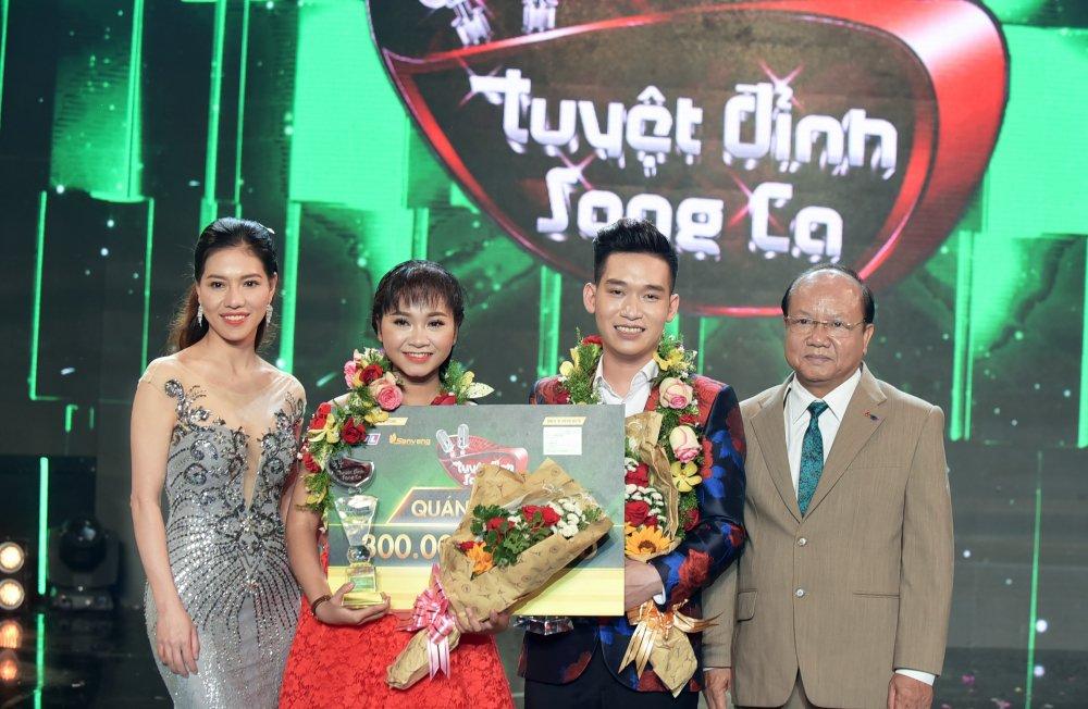 Dam Vinh Hung mot lan nua dua hoc tro dang quang Quan quan 'Tuyet dinh song ca' hinh anh 1