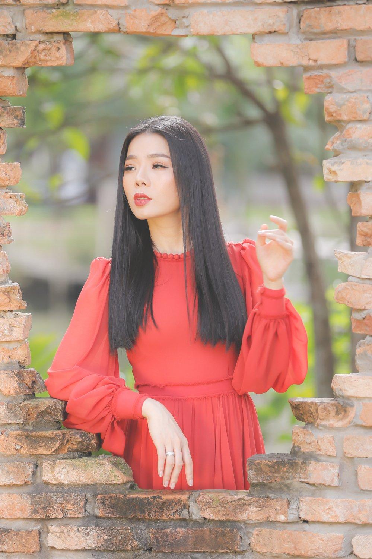 Le Quyen: 'Den gio, toi moi buong het duoc va nhe long de hat nhac Trinh' hinh anh 2