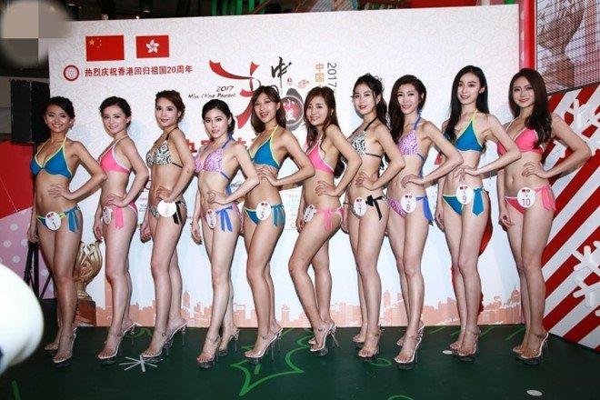 Thi sinh 'Hoa hau Trung Quoc' phai mac bikini dien o trung tam mua sam hinh anh 3